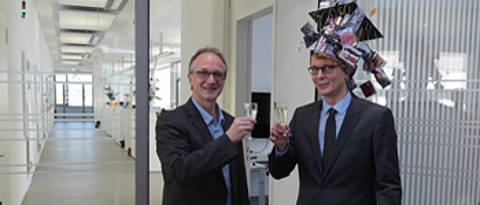 Valentin Kunz (right) and Prof. Dr. Frank Würthner (left)